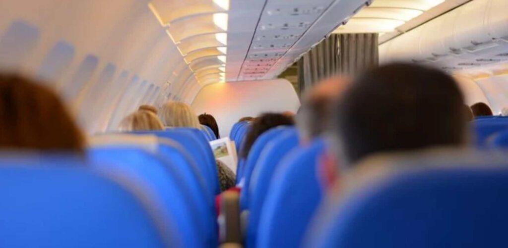 कक्षा 12वी के बाद क्या करें? जाने एयर होस्टेस कैसे बनें?